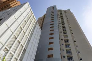 Apartamento En Ventaen Maracaibo, Avenida El Milagro, Venezuela, VE RAH: 19-7435