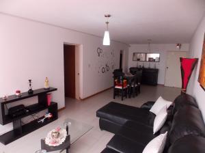 Apartamento En Ventaen San Antonio De Los Altos, La Rosaleda, Venezuela, VE RAH: 19-8788
