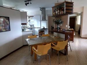 Apartamento En Ventaen Caracas, Colinas De Bello Monte, Venezuela, VE RAH: 19-7463