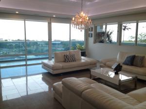 Apartamento En Alquileren Maracaibo, Valle Frio, Venezuela, VE RAH: 19-7512