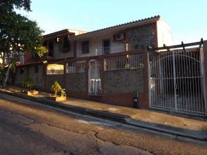 Casa En Ventaen Valencia, Trigal Norte, Venezuela, VE RAH: 19-7540