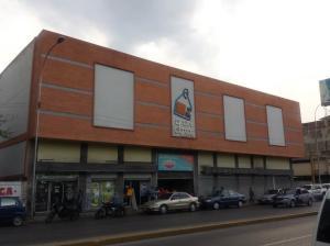 Local Comercial En Ventaen Maracay, Avenida Bolivar, Venezuela, VE RAH: 19-7530