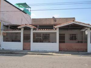 Casa En Ventaen Maracay, Avenida Constitucion, Venezuela, VE RAH: 19-7623