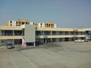 Local Comercial En Ventaen Municipio Los Guayos, Paraparal, Venezuela, VE RAH: 19-7914