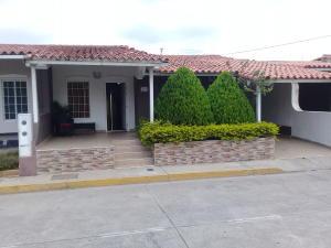 Casa En Ventaen Cabudare, Los Samanes, Venezuela, VE RAH: 19-7976