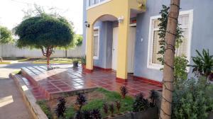 Townhouse En Alquileren Maracaibo, Via La Concepcion, Venezuela, VE RAH: 19-8040