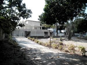 Terreno En Ventaen Maracay, Barrio Sucre, Venezuela, VE RAH: 19-8103