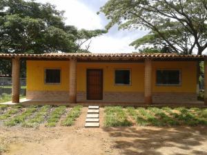 Casa En Ventaen Municipio Montalban, Aguirre, Venezuela, VE RAH: 19-8119