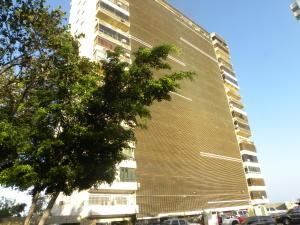 Apartamento En Ventaen Catia La Mar, Playa Grande, Venezuela, VE RAH: 19-8419
