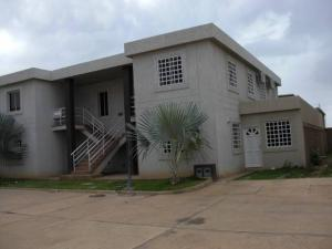 Apartamento En Ventaen Coro, Sector La Floresta, Venezuela, VE RAH: 19-8223