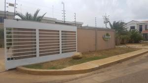 Apartamento En Ventaen Coro, Sector La Floresta, Venezuela, VE RAH: 19-8224
