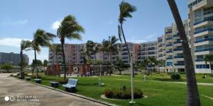 Apartamento En Ventaen Tucacas, Tucacas, Venezuela, VE RAH: 19-8367