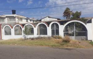 Casa En Ventaen Punto Fijo, Santa Irene, Venezuela, VE RAH: 19-8396