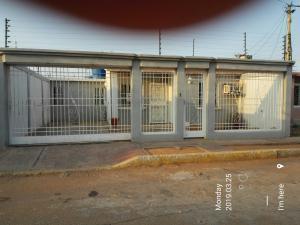 Casa En Alquileren Municipio San Francisco, El Soler, Venezuela, VE RAH: 19-8525