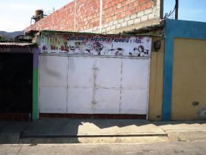 Local Comercial En Ventaen Charallave, Centro De Charallave, Venezuela, VE RAH: 19-8710