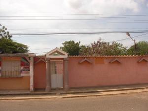 Casa En Ventaen La Vela De Coro, Intercomunal Coro La Vela, Venezuela, VE RAH: 19-8741