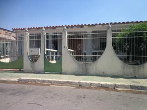 Casa En Ventaen Municipio Los Guayos, Paraparal, Venezuela, VE RAH: 19-8789