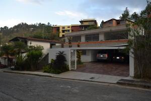 Casa En Alquileren Caracas, Colinas Del Tamanaco, Venezuela, VE RAH: 19-8762