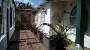 Casa En Ventaen Palo Negro, Cincuentenaria En La Pica, Venezuela, VE RAH: 19-8930