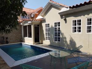 Casa En Ventaen Coro, Parcelamiento Santa Ana, Venezuela, VE RAH: 19-8967