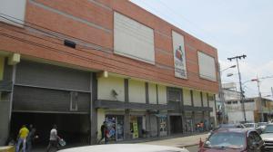 Local Comercial En Alquileren Maracay, Avenida Sucre, Venezuela, VE RAH: 19-9018
