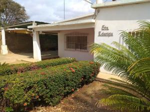 Casa En Ventaen Coro, Barrio San Jose, Venezuela, VE RAH: 19-9033