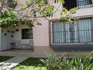 Casa En Ventaen Los Teques, Los Teques, Venezuela, VE RAH: 19-9036