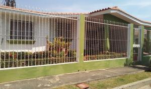Casa En Ventaen Municipio San Diego, La Esmeralda, Venezuela, VE RAH: 20-2819
