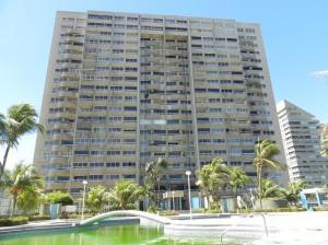 Apartamento En Ventaen Catia La Mar, Playa Grande, Venezuela, VE RAH: 19-9167