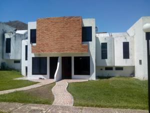 Townhouse En Ventaen Municipio San Diego, Altos De La Esmeralda, Venezuela, VE RAH: 19-9186