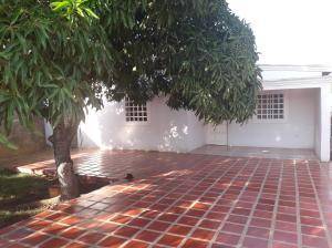 Casa En Ventaen Coro, Av Los Medanos, Venezuela, VE RAH: 19-9193