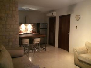 Apartamento En Alquileren Maracaibo, Avenida Milagro Norte, Venezuela, VE RAH: 19-9198