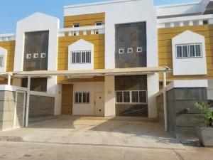 Townhouse En Ventaen Cabimas, Ambrosio, Venezuela, VE RAH: 19-9299
