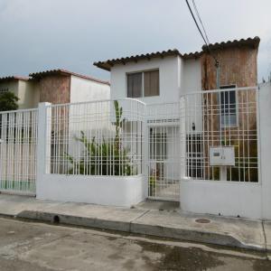 Townhouse En Ventaen Maracay, Villa Ahtenea, Venezuela, VE RAH: 19-9363