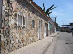Casa En Ventaen Municipio Linares Alcantara, Parque Residencial Santa Rita, Venezuela, VE RAH: 19-9427