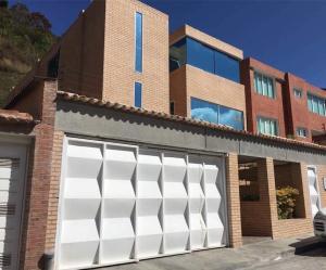 Casa En Ventaen Caracas, Alto Hatillo, Venezuela, VE RAH: 19-9462
