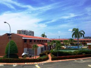 Townhouse En Ventaen Higuerote, Puerto Encantado, Venezuela, VE RAH: 19-12348