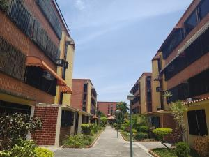 Apartamento En Ventaen Maracay, Guaicamacuto, Venezuela, VE RAH: 19-9684