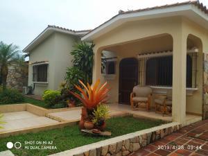 Casa En Ventaen Valencia, Valles De Camoruco, Venezuela, VE RAH: 19-9705