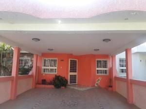 Townhouse En Ventaen Maracaibo, Club Hipico, Venezuela, VE RAH: 19-9759