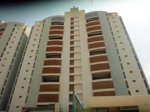 Apartamento En Ventaen Catia La Mar, Playa Grande, Venezuela, VE RAH: 19-10044