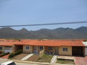 Townhouse En Ventaen Margarita, Avenida Juan Bautista Arismendi, Venezuela, VE RAH: 19-10092