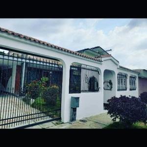 Casa En Ventaen Valencia, Trigal Centro, Venezuela, VE RAH: 19-10559