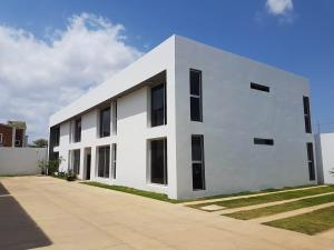 Apartamento En Ventaen Coro, Sector La Floresta, Venezuela, VE RAH: 19-8227