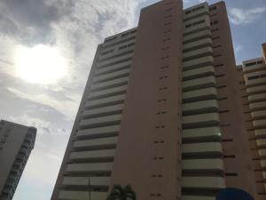 Apartamento En Ventaen Catia La Mar, Playa Grande, Venezuela, VE RAH: 19-10764