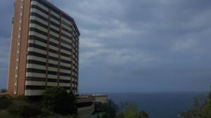Apartamento En Ventaen Catia La Mar, Playa Grande, Venezuela, VE RAH: 19-10788