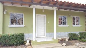 Casa En Ventaen Coro, Av Ramon Antonio Medina, Venezuela, VE RAH: 19-10952
