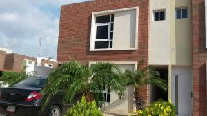 Townhouse En Ventaen Punto Fijo, El Cardon, Venezuela, VE RAH: 19-11191