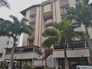 Apartamento En Ventaen Barquisimeto, Parroquia Santa Rosa, Venezuela, VE RAH: 19-11195