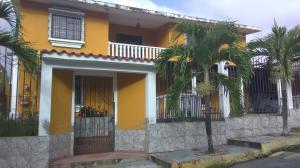 Casa En Ventaen Charallave, Santa Rosa De Charallave, Venezuela, VE RAH: 19-11295